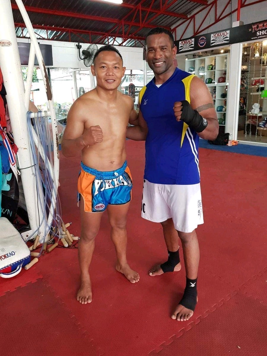Defence Lab Instructor Meets Saenchai
